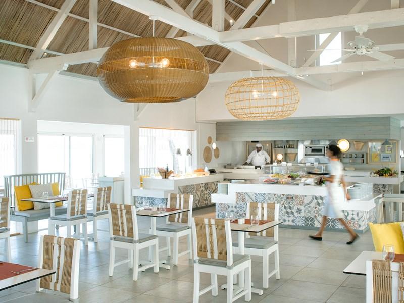 Saveurs locales et internationales au restaurant Bor Lamer