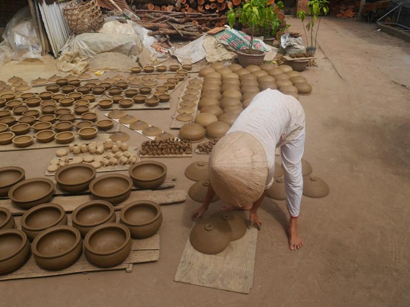 Nombreux artisans bordent le Mékong