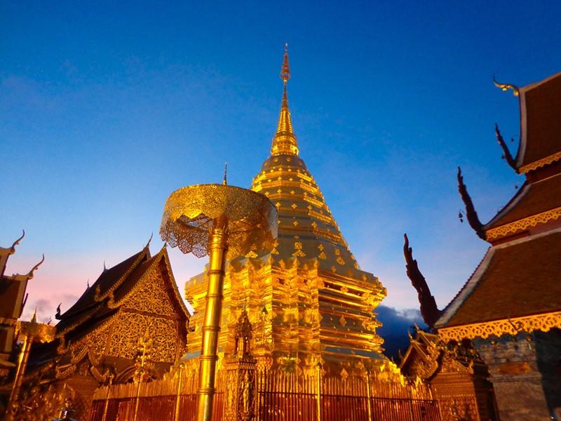 Visitez le Wat Phrathat Doi Suthep, un magnifique temple bouddhiste