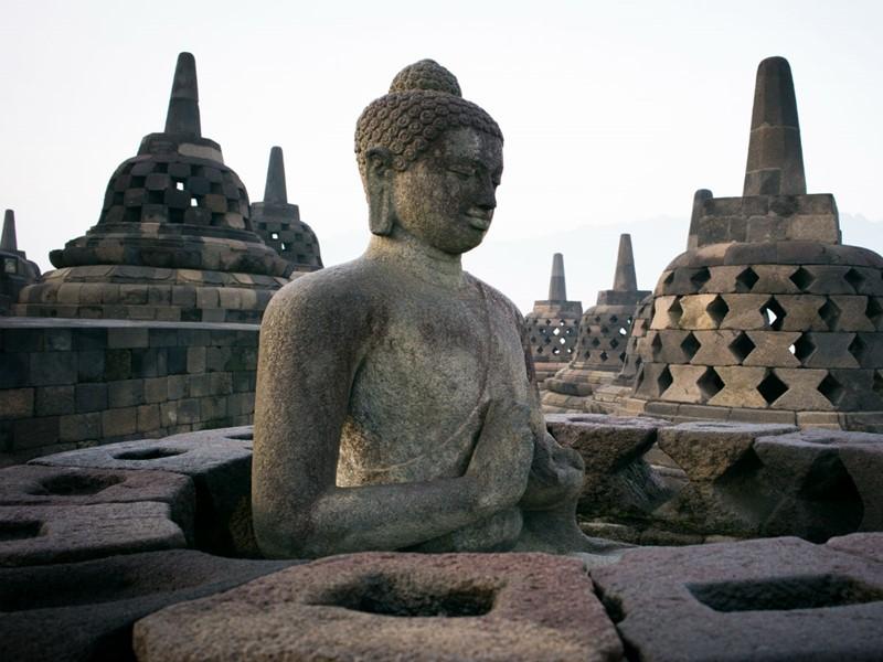 Découvrez le plus grand sanctuaire bouddhiste de Java en Indonésie