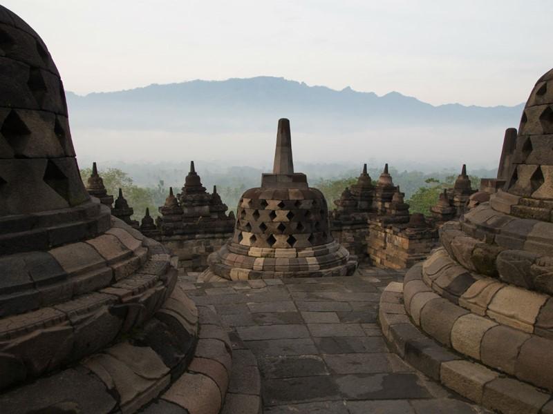 Les stupas du Borobudur à Java