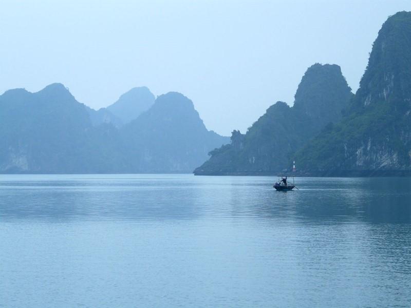 L'atmosphère unique qui règne dans la baie d'Halong