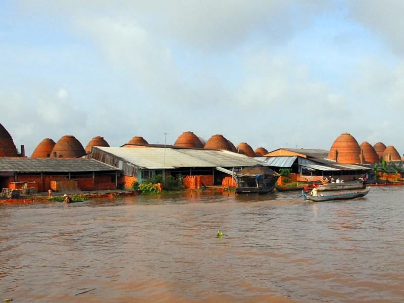 admirez les constructions traditionnelles et faire des haltes dans des industries artisanales