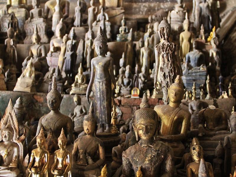 Explorez les fameuses grottes de Pakhou où vous trouverez plus de 4000 statues de Bouddha