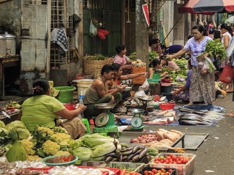 Parcourez les ruelles parsemées de marchés de la capitale