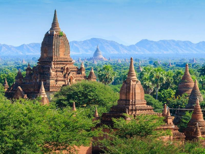 Voyagez à travers la plaine de Bagan