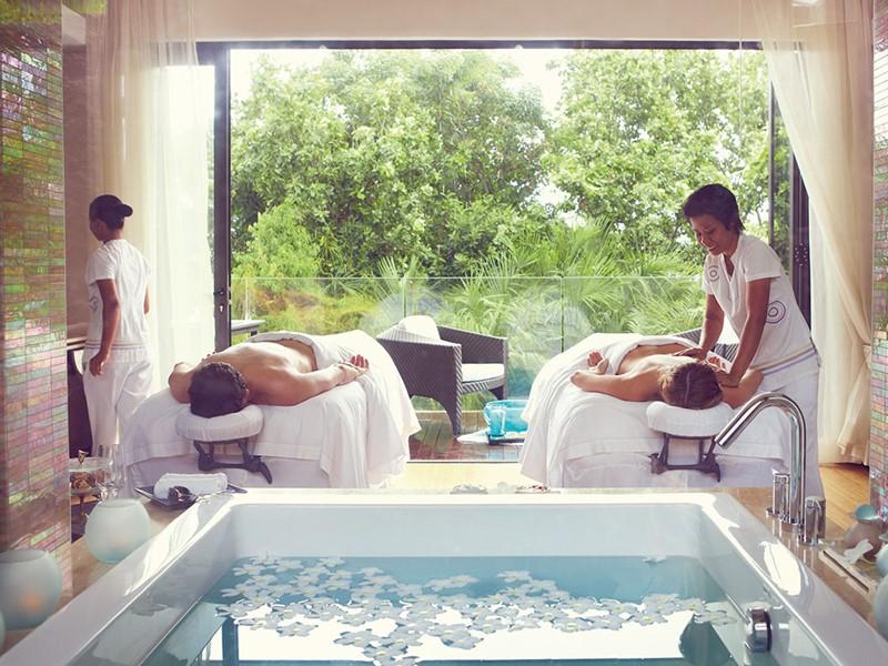 Véritable havre de paix niché dans un cadre paisible, le Spa Raffles est un sanctuaire de bien-être pour votre corps et votre esprit