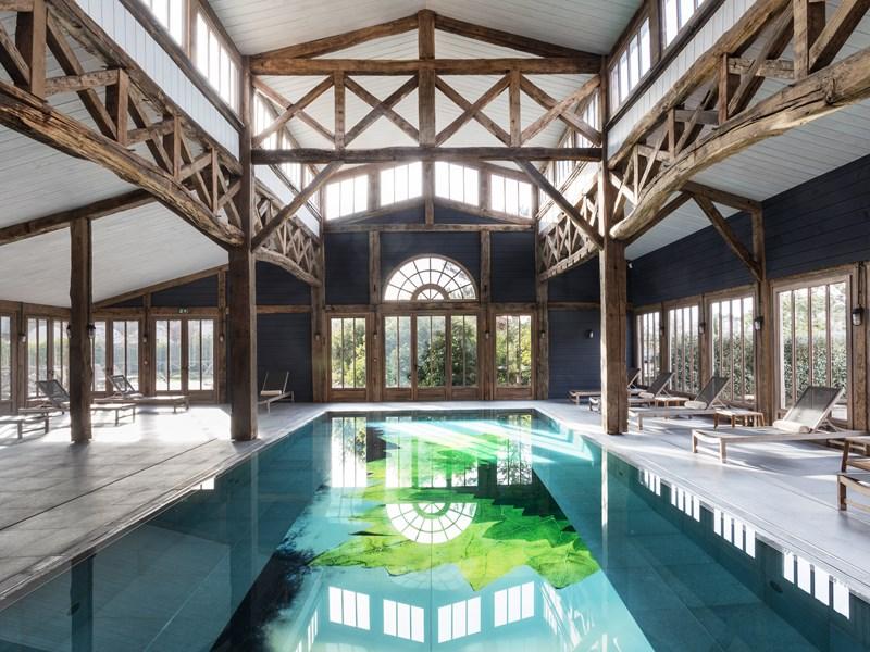 La magnifique piscine couverte
