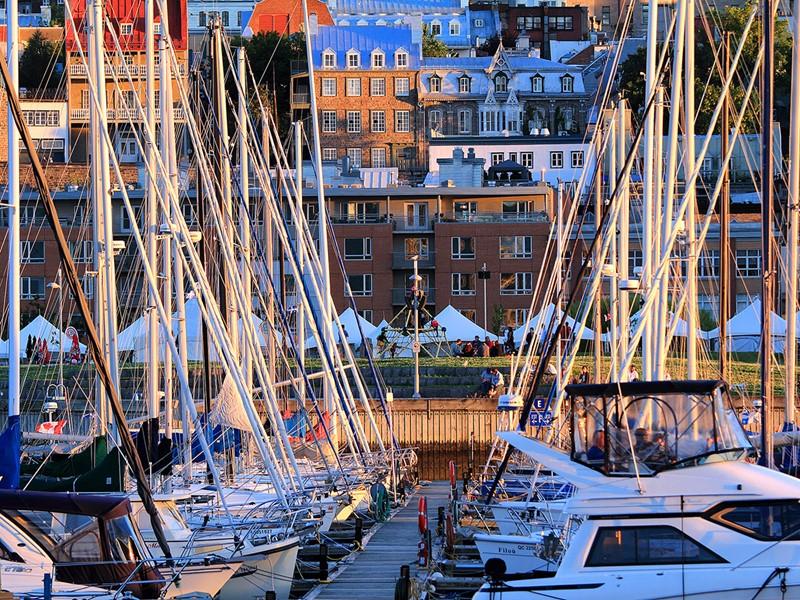 Faites un détour par le vieux port, une belle promenade s'offrira à vous