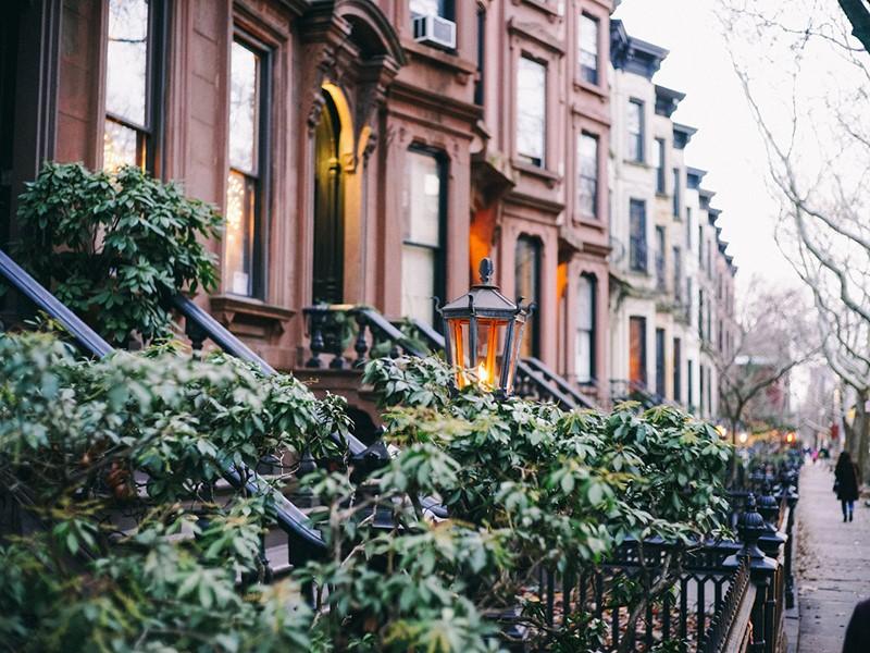 Admirez l'architecture de la ville et ses mythique maisons de rue