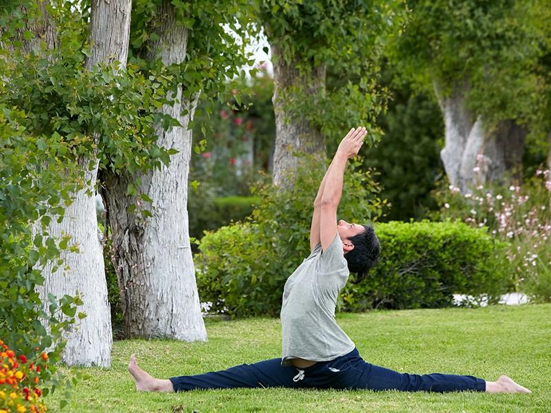 Yoga dans le magnifique jardin du Lindian Village