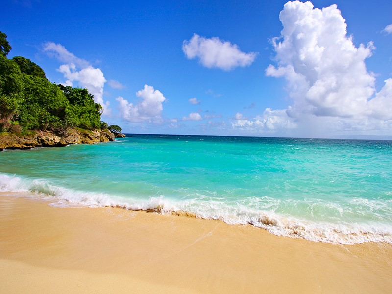 La plage du Luxury Bahia Principe situé dans la baie de Samana