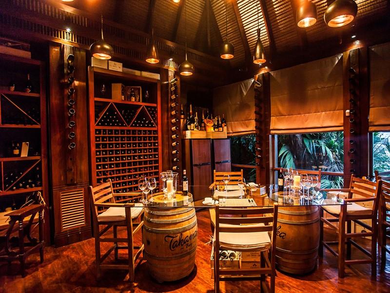 Une large sélection de vins à déguster dans une ambiance feutrée