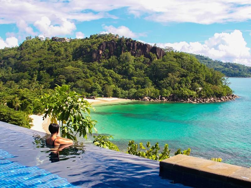 Superbe panorama sur l'océan Indien depuis l'hôtel
