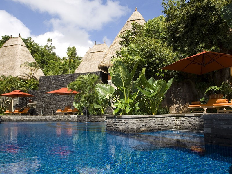 La piscine du MAIA Luxury Resort aux Seychelles