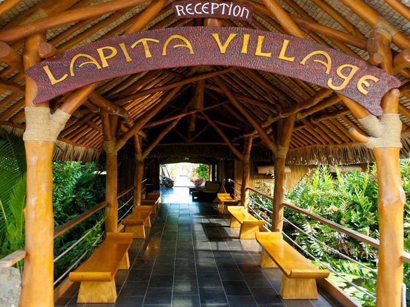 L'entrée de l'hôtel Maitai Lapita Village en Polynésie