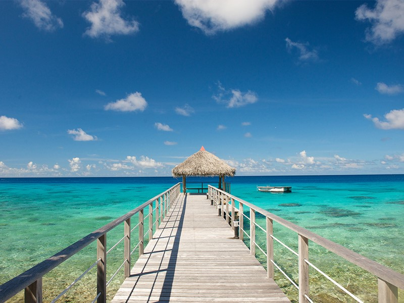 Le ponton de l'hôtel Maitai Rangiroa en Polynésie