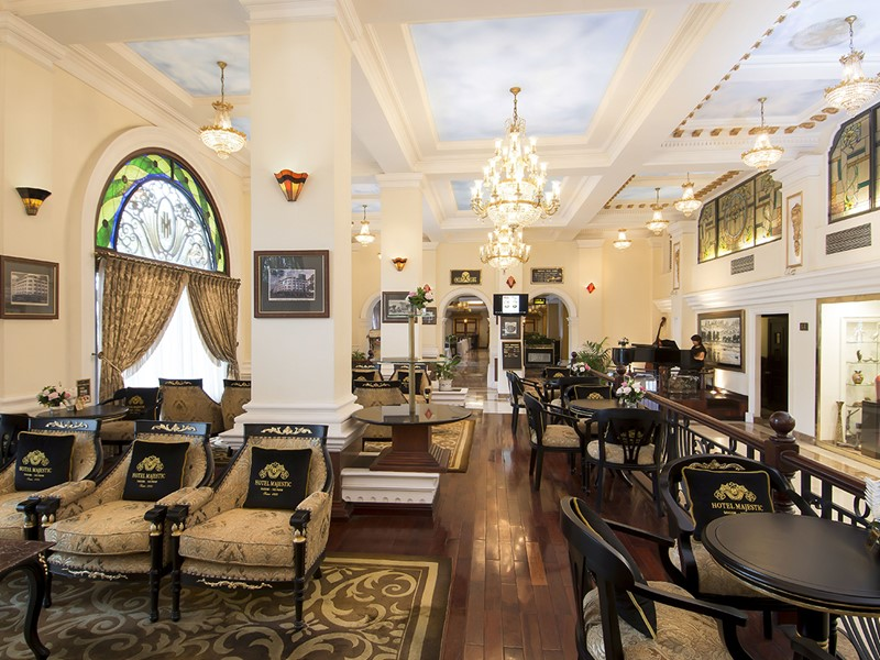 Moment de détente au Catinat Lounge du Majestic Saigon