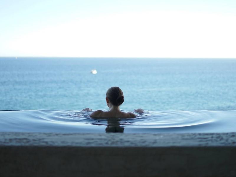 Superbe vue sur la mer depuis la piscine