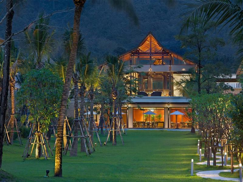 Vue du restaurant Colours de l'hôtel Manathai Khao Lak en Thailande