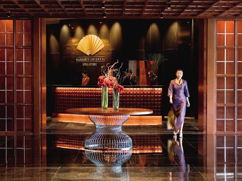 Le lobby de l'hôtel Mandarin Oriental à Singapour
