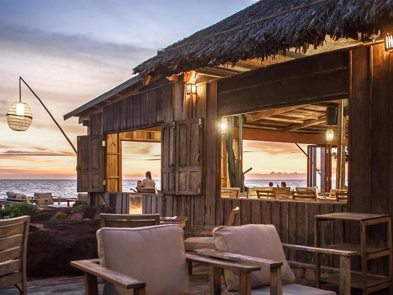Restaurant On The Rocks de l'hôtel Mango Bay situé à Phu Quoc