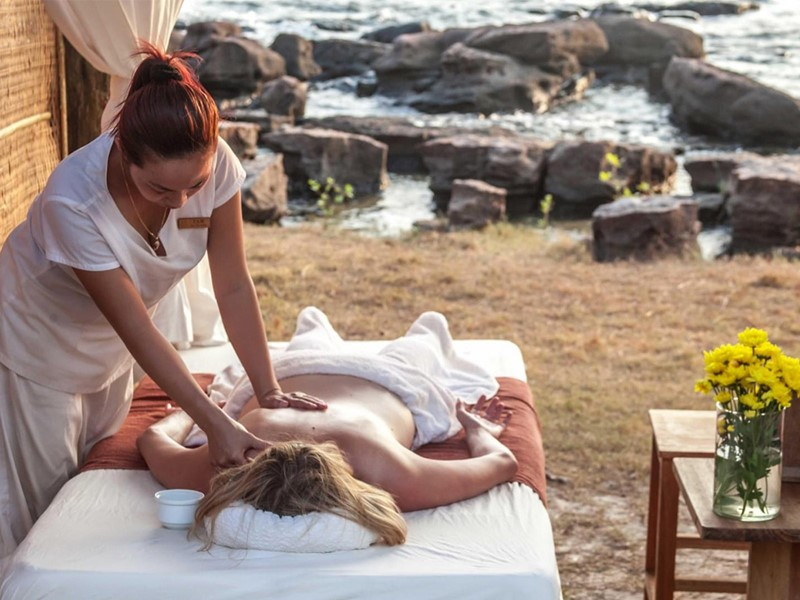 Massage devant la mer à l'hôtel Mango Bay situé au Vietnam