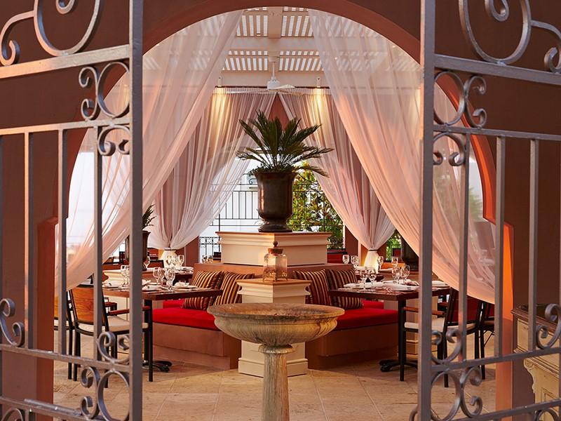 Le restaurant Comodo de l'hôtel Marbella Corfu