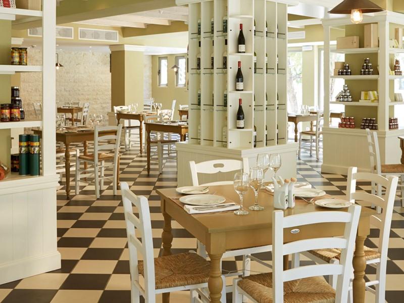 Le restaurant grec traditionnel Platea