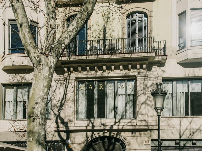 La façade du Margot House, situé dans le quartier d'Eixample