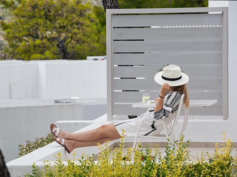 Détente à l'ombre à l'hôtel Marpunta en Grèce