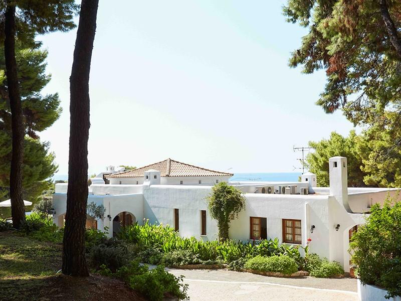 L'entrée du Marpunta, un hôtel contemporain en Grèce