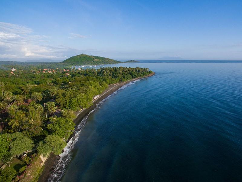 Vue aérienne de l'hôtel Matahari Beach Resort