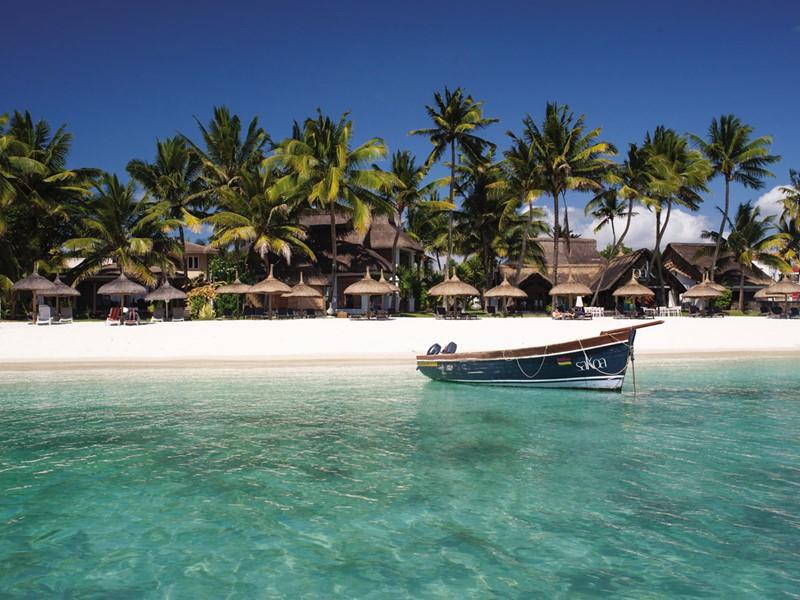 Profitez de la belle plage du Sakoa