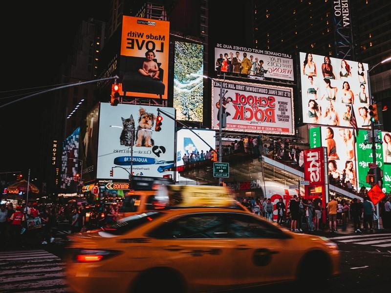 Pour commencer, rendez-vous dans le quartier le plus connu de la ville : Times Square