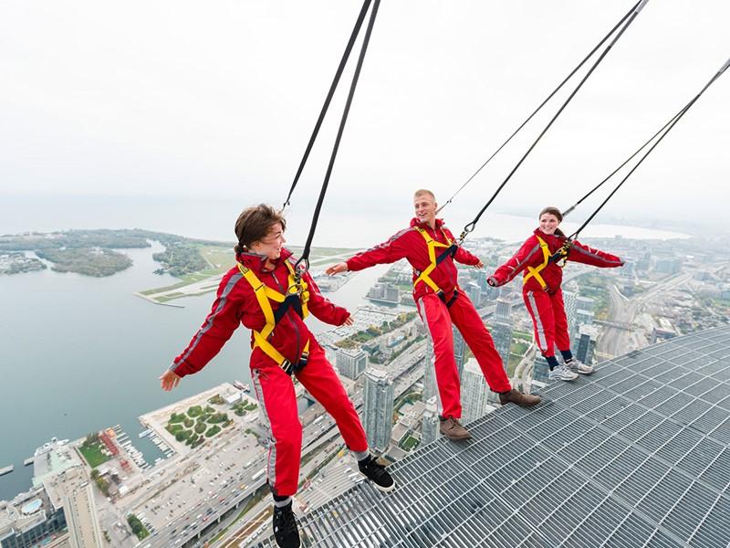 Rendez-vous au sommet de la CN Tower, la tour emblématique de 346m de haut