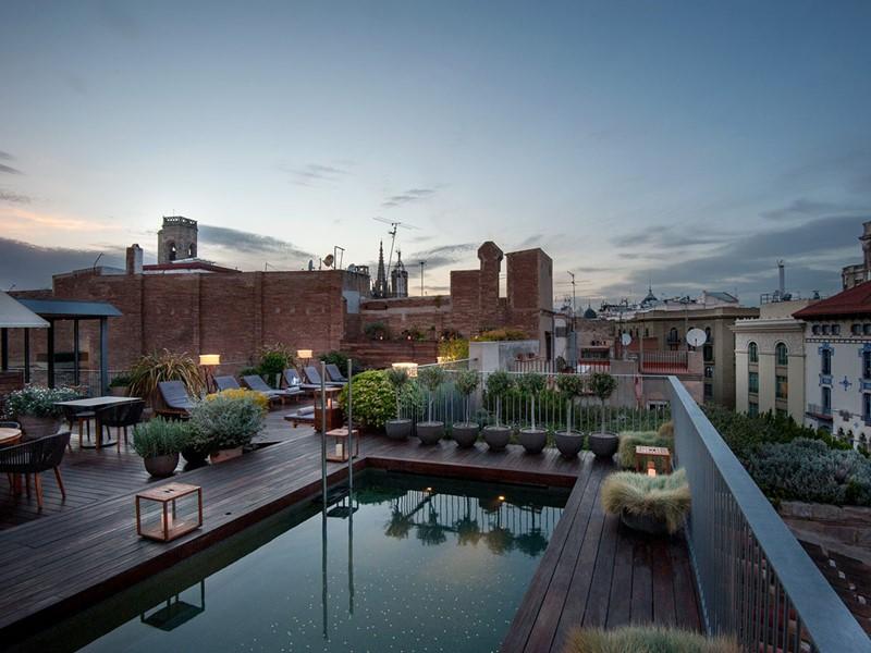 La superbe piscine du Mercer Hotel Barcelona situé en plein coeur du Barri Gotic