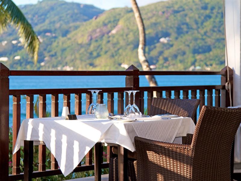 Somptueux repas face à l'océan au restaurant Le Cardinal du Méridien