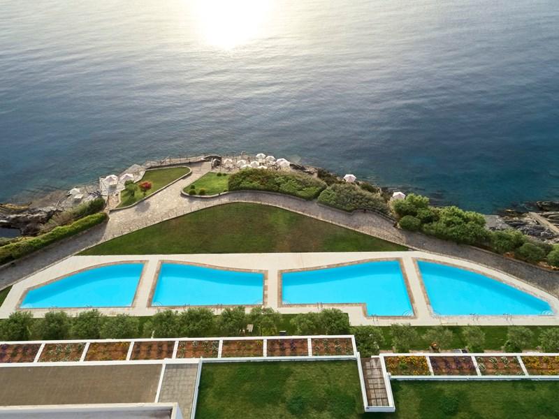 Les superbes piscines partagées des suites