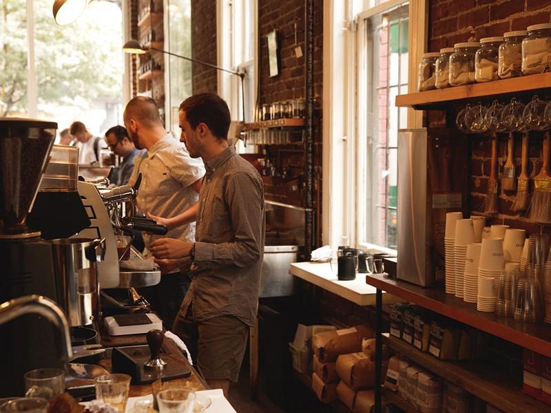 Réchauffez-vous dans l'un des cafés de la ville