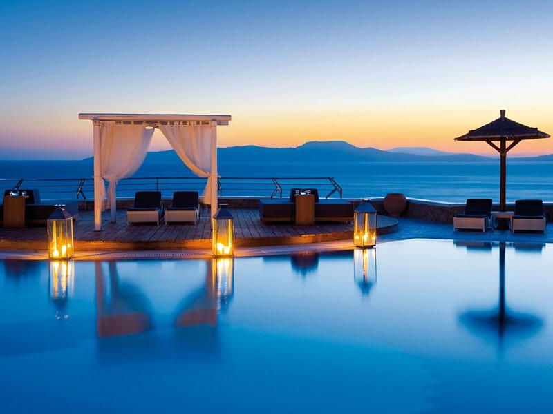 Le Pool Bar de l'hôtel Mykonos Grand en Grèce