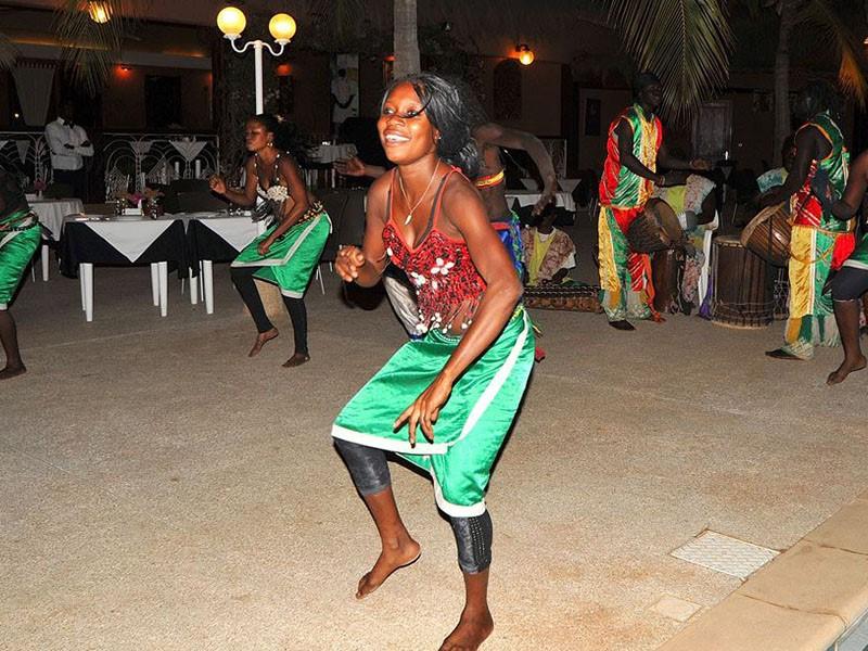 Danse traditionelle à l'hôtel Neptune situé au Senegal