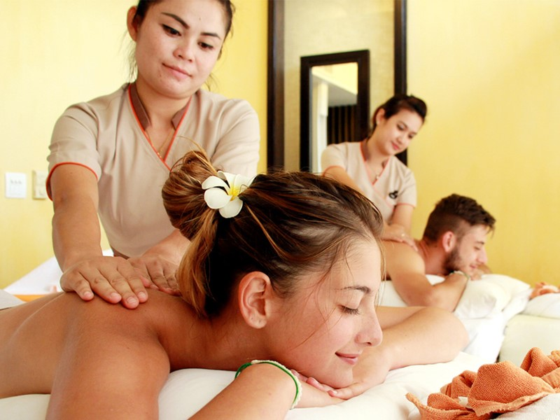 Massage au spa du New Star Beach Resort situé en Thailande