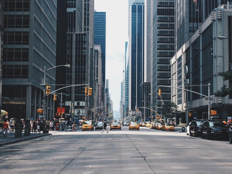 A votre arrivée, prenez un célèbre taxi jaune et partez direction Times Square