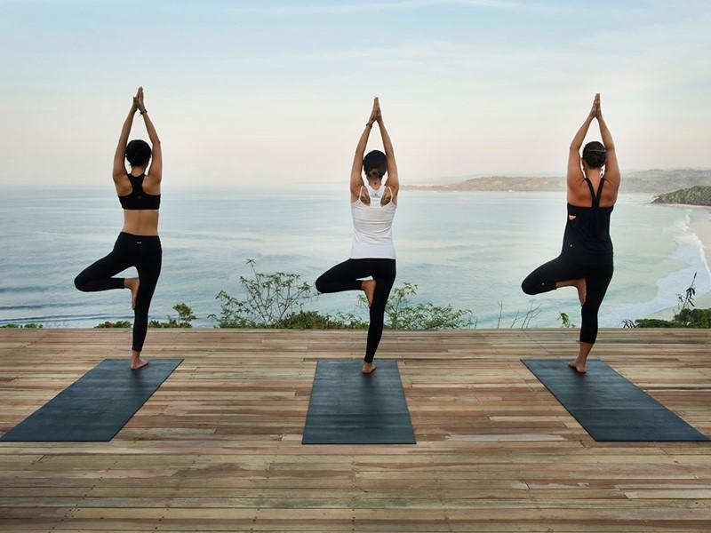 Yoga à l'hôtel Nihi Sumba situé sur l'île de Sumba