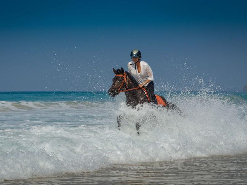 Balade à cheval sur la superbe plage du Nihi Sumba