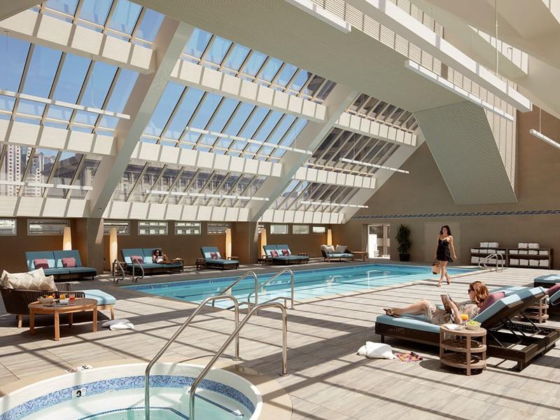 La belle piscine sous verrière du Nikko à San Francisco