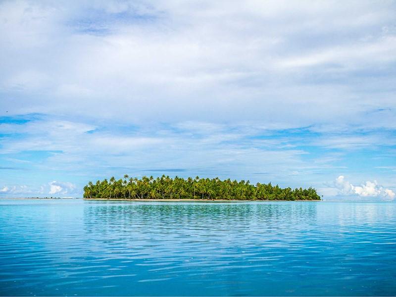 Le Ninamu est situé sur un motu paradisiaque de l'atoll de Tikehau