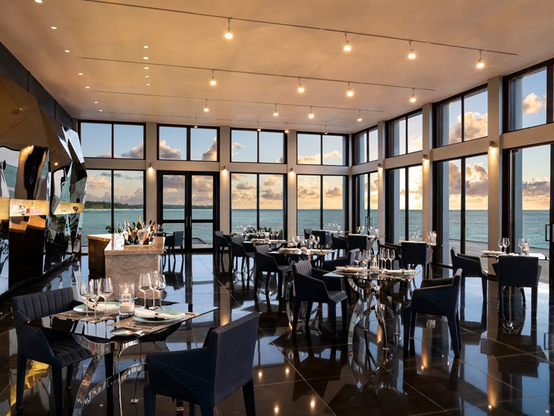 Délicieux fruits de mer au restaurant Edge, accessible uniquement par bateau