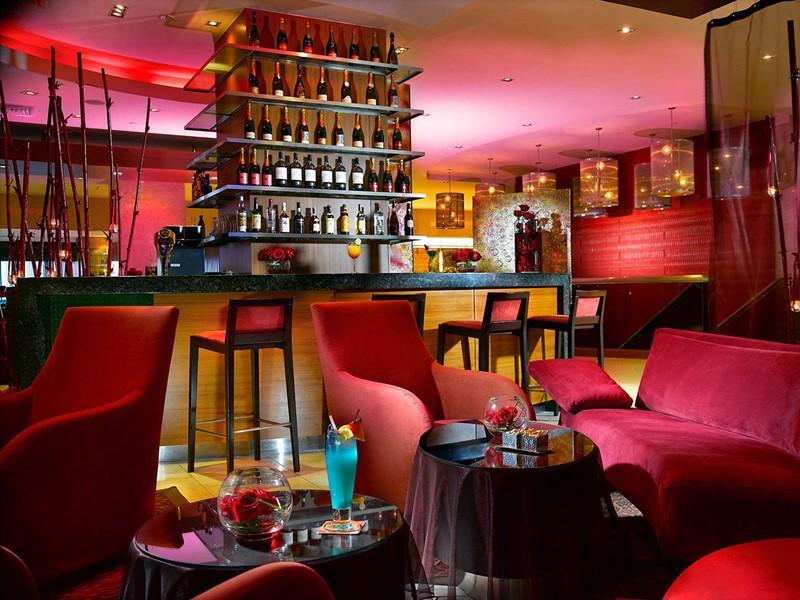 Le Bar Rouge du Novotel Clarke Quay à Singapour